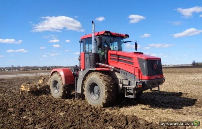 Украина впервые перестала покупать тракторы из РФ